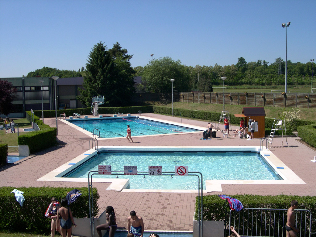 Les quipements communaux site officiel de la ville de for Piscine municipale ales